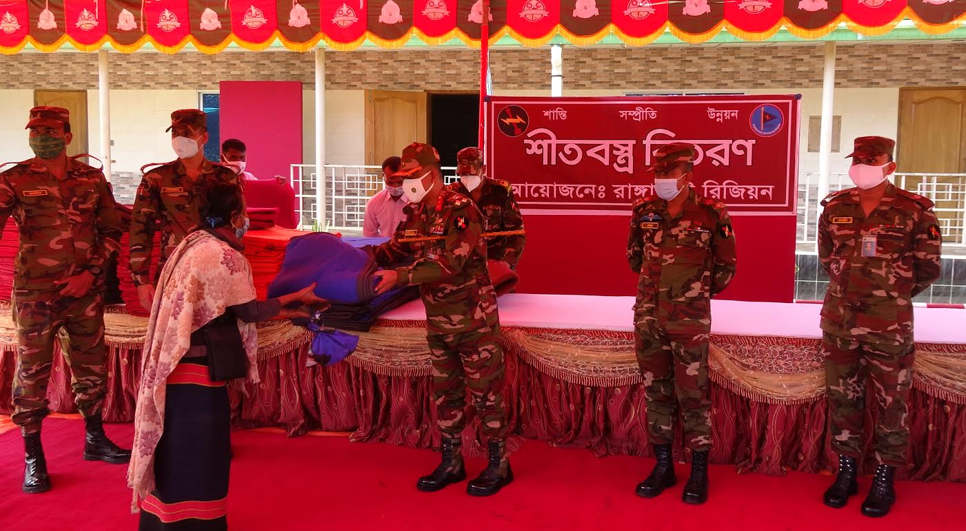 রাঙামাটিতে সেনাবাহিনীর কম্বল বিতরণ