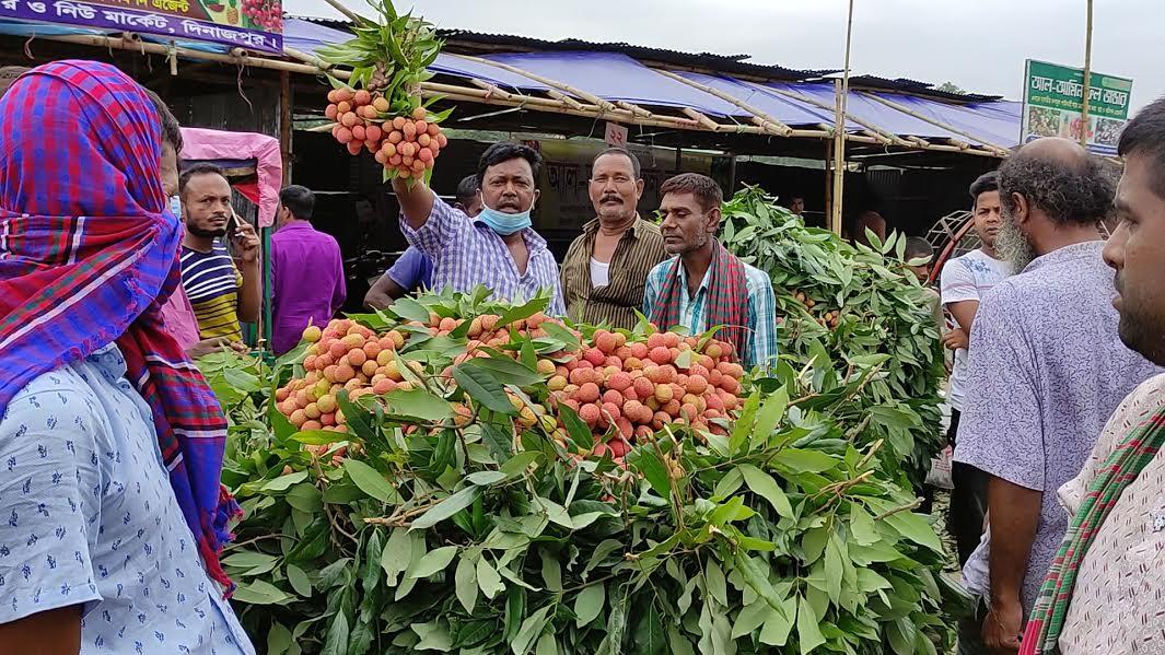 দেশের বৃহত্তম লিচু বাজার দিনাজপুরে জমে উঠছে কেনাবেচা