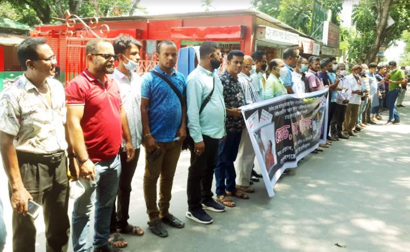 স্বাস্থ্যমন্ত্রীর পদত্যাগের দাবিতে ফুঁসে উঠেছে গোপালগঞ্জের সাংবাদিকরা