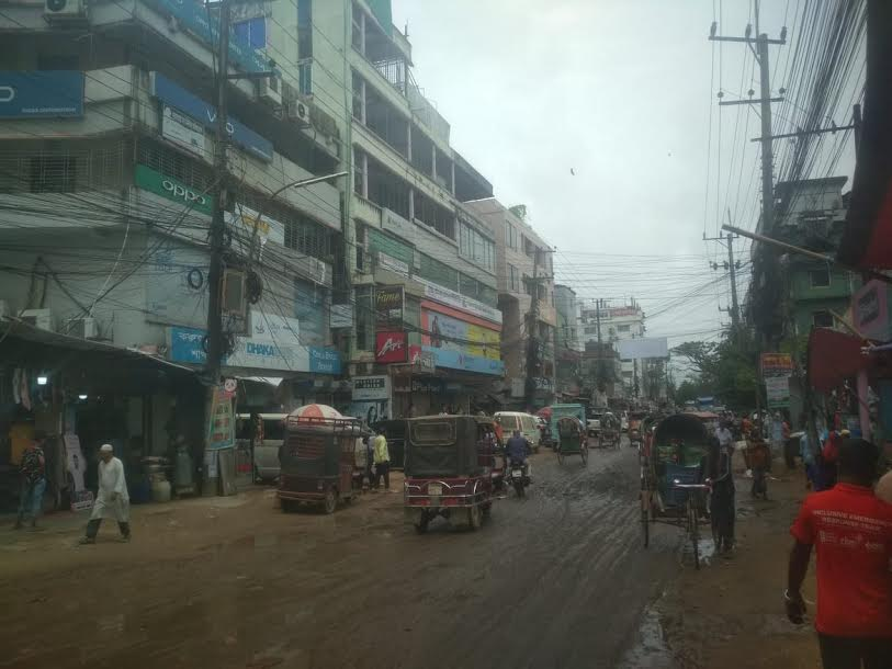 কক্সবাজারে সীমিত পরিসরে লকডাউন : অবাধে চলছে যানবাহন