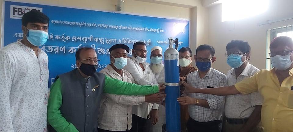 চাঁপাইনবাবগঞ্জ জেলা হাসপাতালে এফবিসিসিআই'র চিকিৎসা সামগ্রী প্রদান