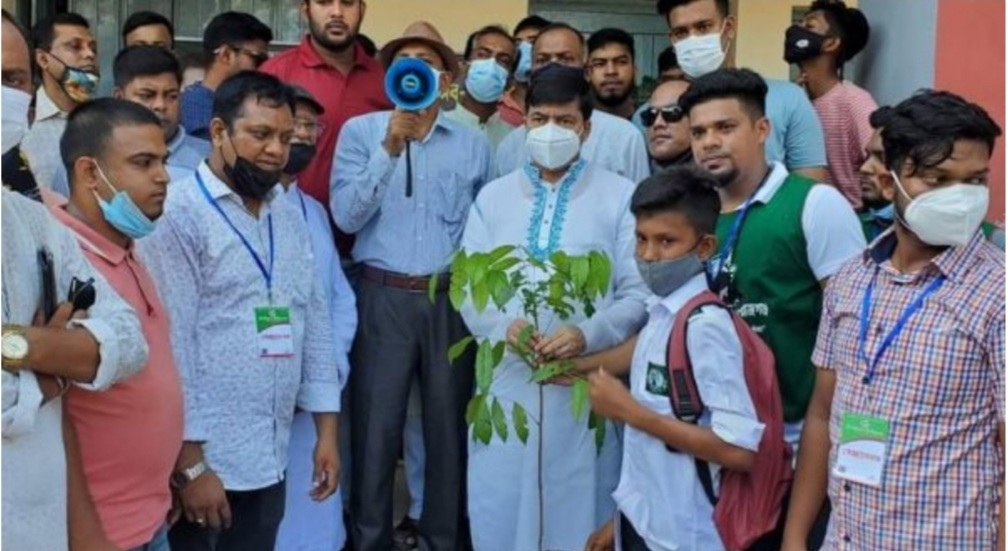 সিরাজগঞ্জে মাসব্যাপী বৃক্ষরোপণ কর্মসূচির উদ্বোধন
